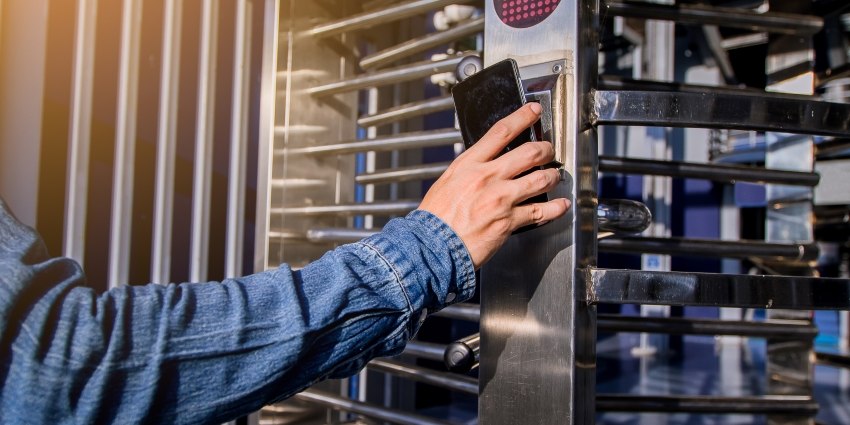 Integration with access control systems gives manual revolving doors even more capabilities