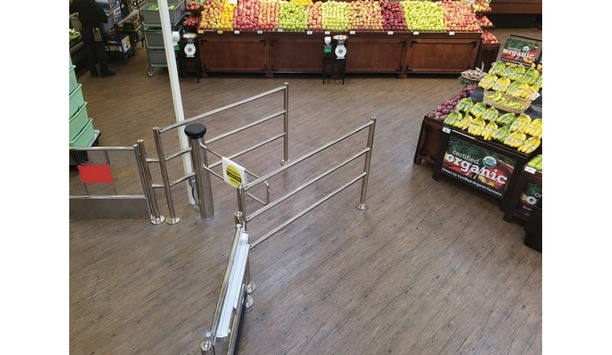 Alvarado secures a grocery store with its SW500 motorised gate with camera-based detection