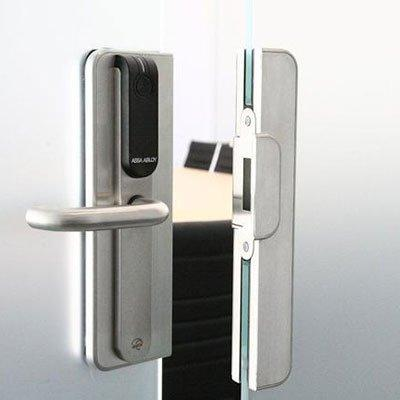 ASSA ABLOY - Aperio® Architectural glass solution with Aperio® escutcheons for glass door applications