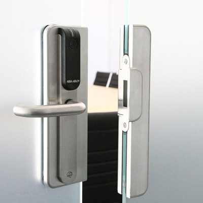 Architectural glass solutions with Aperio® wireless lock technology from ASSA ABLOY